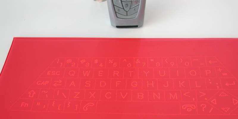 CeBIT: Erstes Mobiltelefon mit integrierter Laser-Tastatur