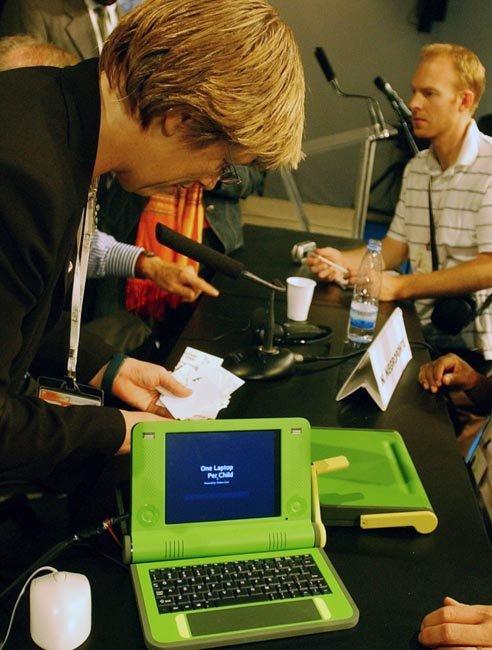 Handkurbel-Notebook auf UN-Weltgipfel vorgeführt