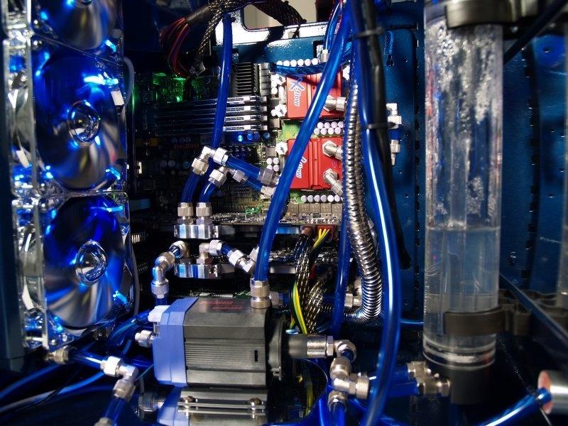 http://scr3.golem.de/screenshots/0703/Hoellenmaschine/PC_WELT_Hoellenmaschine2_03.jpg