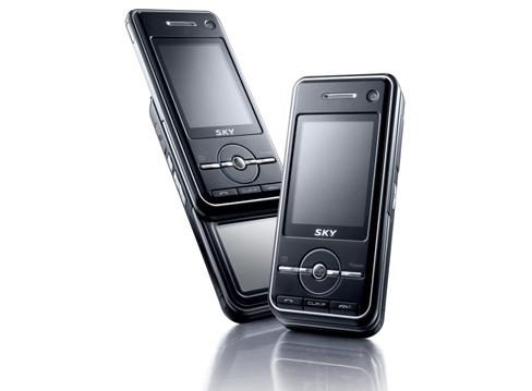 Pantech-Handy mit Hauptdisplay und OLED-Touchscreen