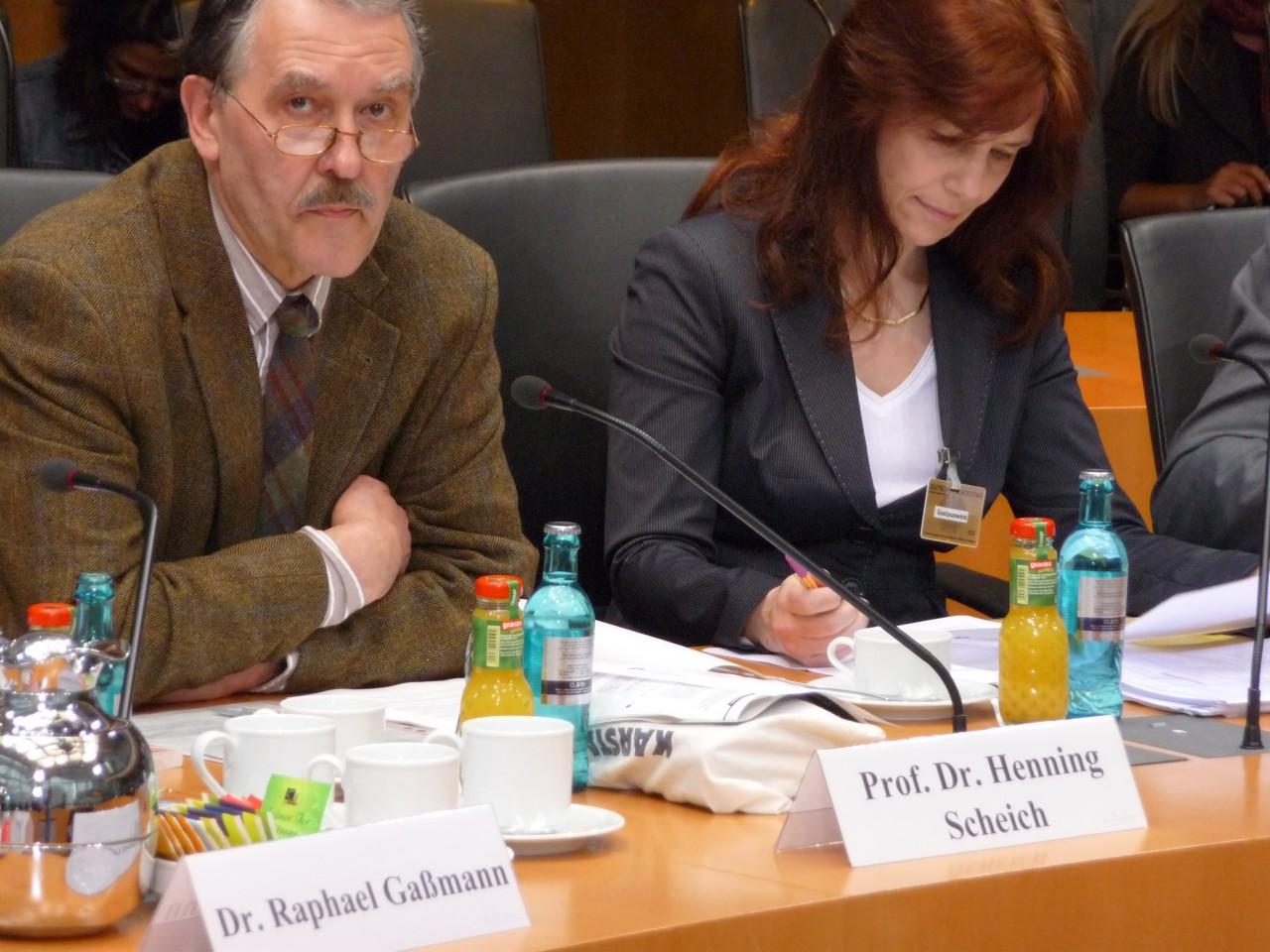 """Onlinesucht im Bundestag: """"Viel Ahnen, wenig Wissen"""" - Prof. Dr. Henning Scheich, Prof. Dr. Angela Schorr"""