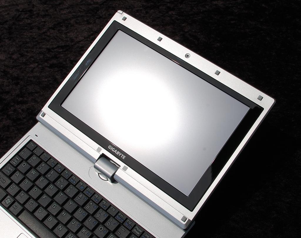 Test: Gigabyte M912 - das erste Netbook als Tablet-PC (Upd) - Keine Chance im direkten Sonnenlicht
