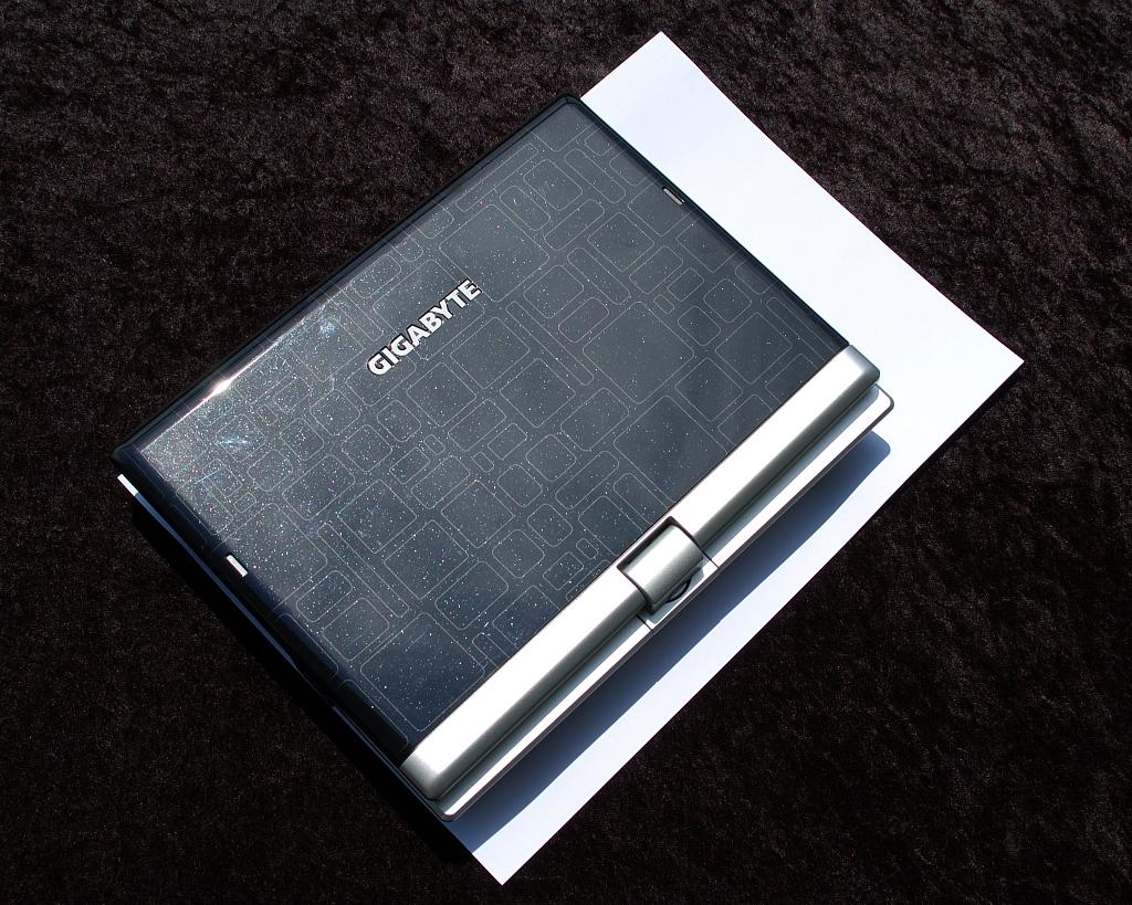 Test: Gigabyte M912 - das erste Netbook als Tablet-PC (Upd) - M912 auf A4-Blatt