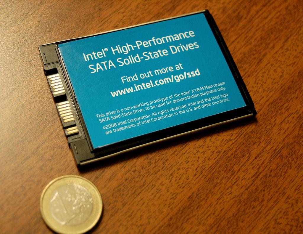 IDF: Schnelle SATA-SSDs mit bis zu 160 GByte von Intel (U) - Intels SSD von hinten