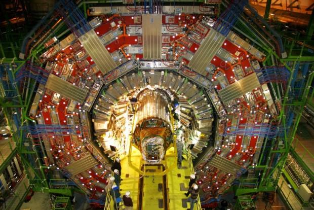 Das Experiment CMS im Bau (Foto: CERN)
