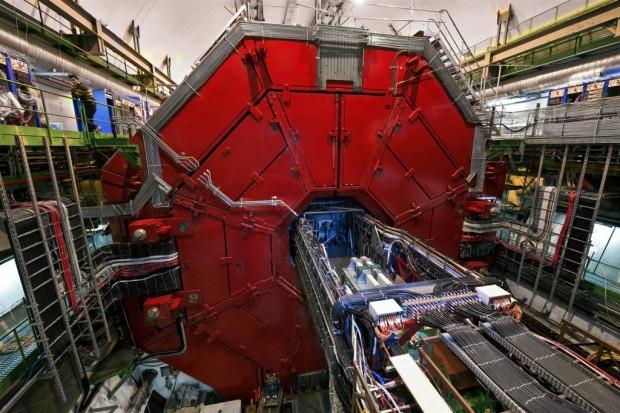 Das Experiment Alice mit geschlossenen ... (Foto: CERN)