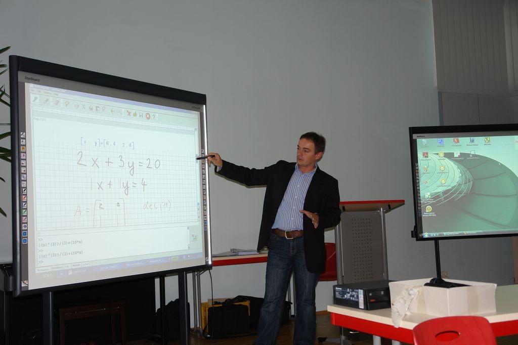 Größter Deutschlandtest für elektronische Schultafeln  - Thillm zeigt Whiteboard-Feature