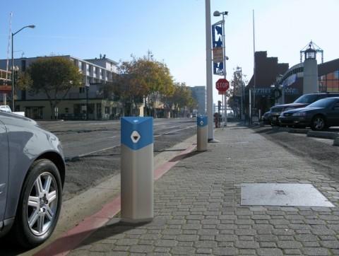Ladestationen an Straßen und auf Parkplätzen liefern die Energie für Stadtfahrten (Foto: Better Place)