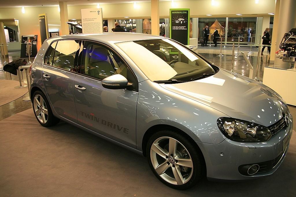 Das Auto der Zukunft ist elektrisch  - Hybridfahrzeug von VW... (Foto: wp)