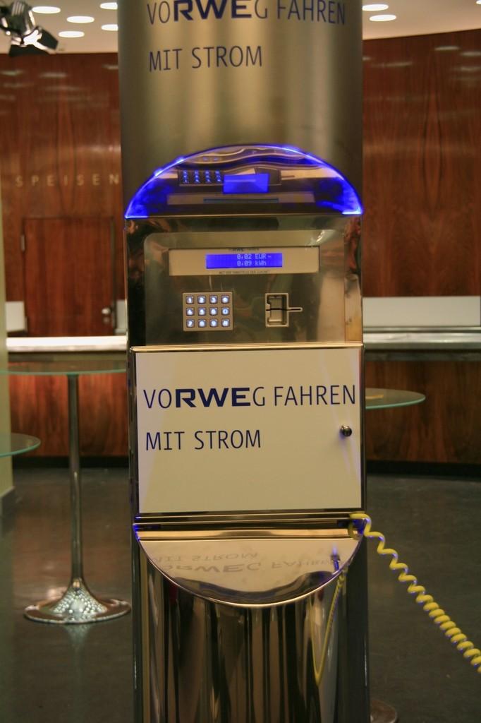 Das Auto der Zukunft ist elektrisch  - Intelligente Infrastuktur: Modell einer Ladestation... (Foto: wp)