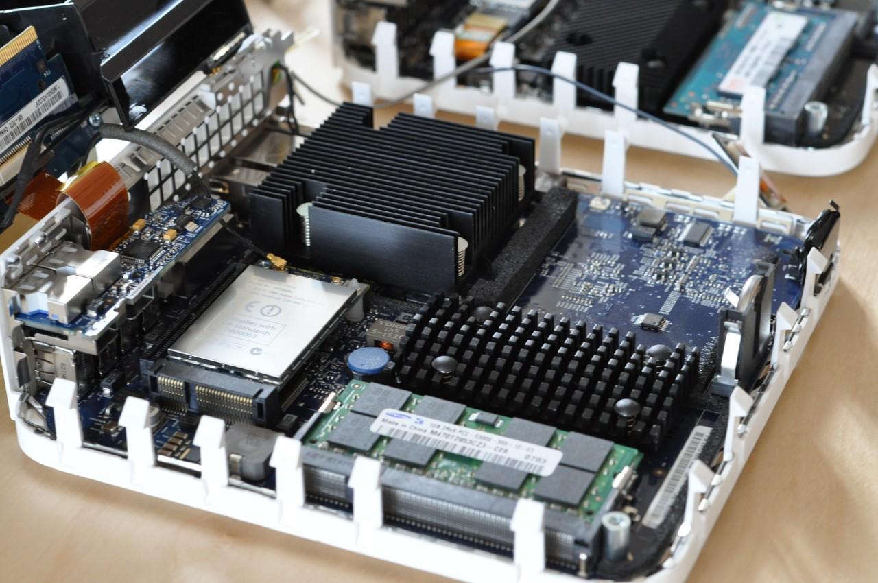 Test: Mac mini mit Dualdisplay und Geforce-Grafik - Hier im Vergleich der alte Mac mini mit 1,66 GHz, DDR2-RAM und einer 802.11b/g-WLAN-Karte.