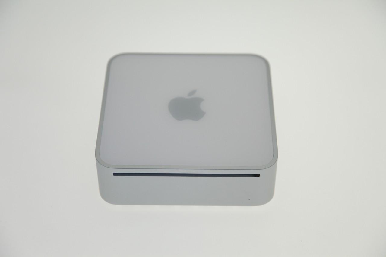 Test: Mac mini mit Dualdisplay und Geforce-Grafik - Mac mini 2009: Wie gehabt mit einem Slot-In-Laufwerk...