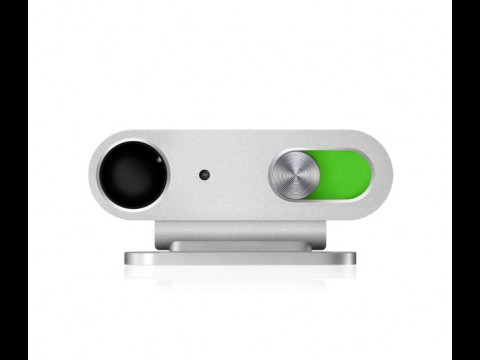 Der Einschaltknopf ist das einzige Bedienelement am Gerät; deshalb ist es so klein.