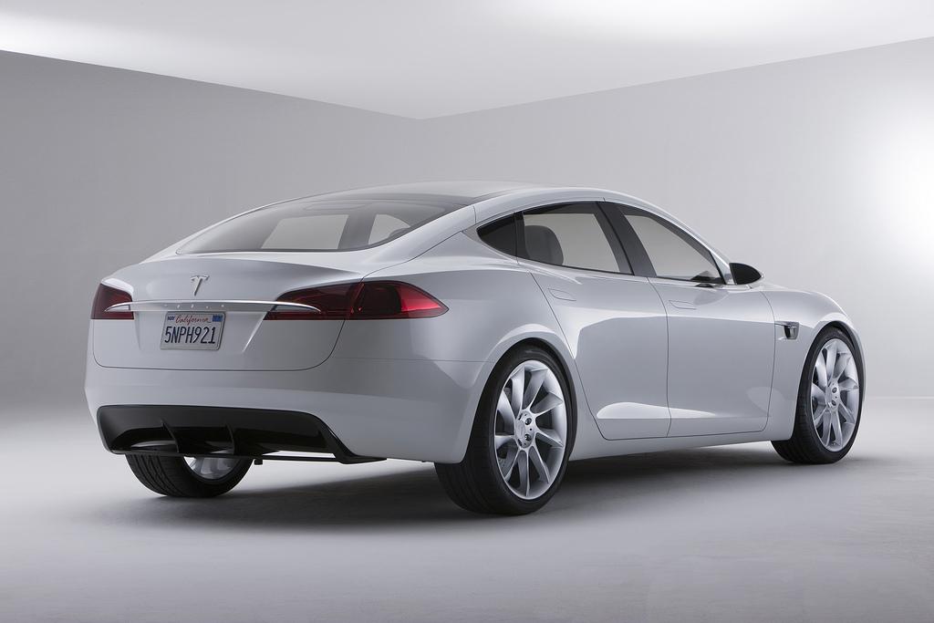 Tesla Motors: Kursverlust nach Personalwechsel - ... den anderen hinten. (Foto: Tesla Motors)