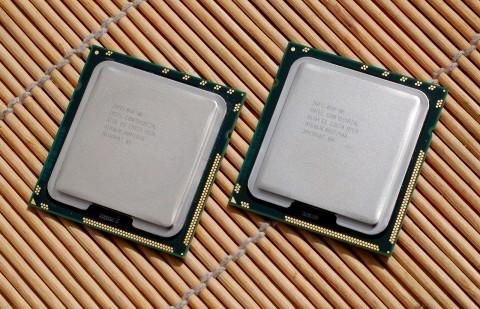Das Package des 975 (rechts) blieb unverändert, links der 965