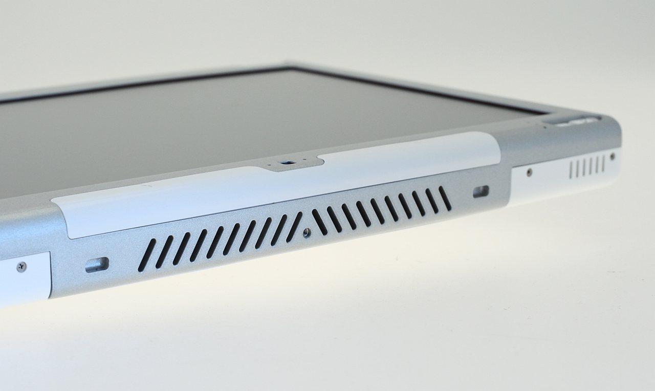 Test: Modbook - ein Macbook als halber Tablet-PC - Umgebautes Scharnier des Displays. Die neue Oberschale stammt von Axiotron.