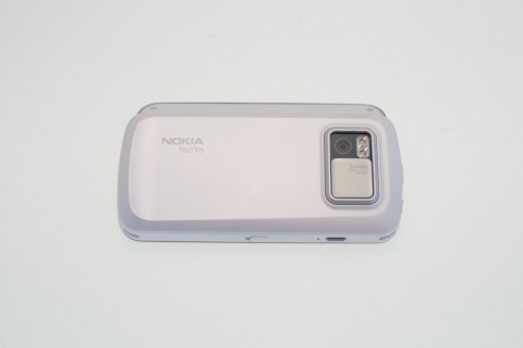 Nokia N97 - die Kamera mit weggeschobenem Objektivschutz