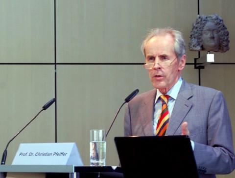 Christian Pfeiffer, Kriminologisches Institut Niedersachsen