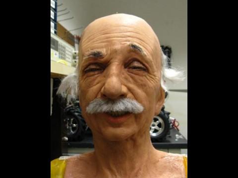 Mit Hilfe einer Software lernt der Einstein-Roboter Mimik. (Foto: UC San Diego)