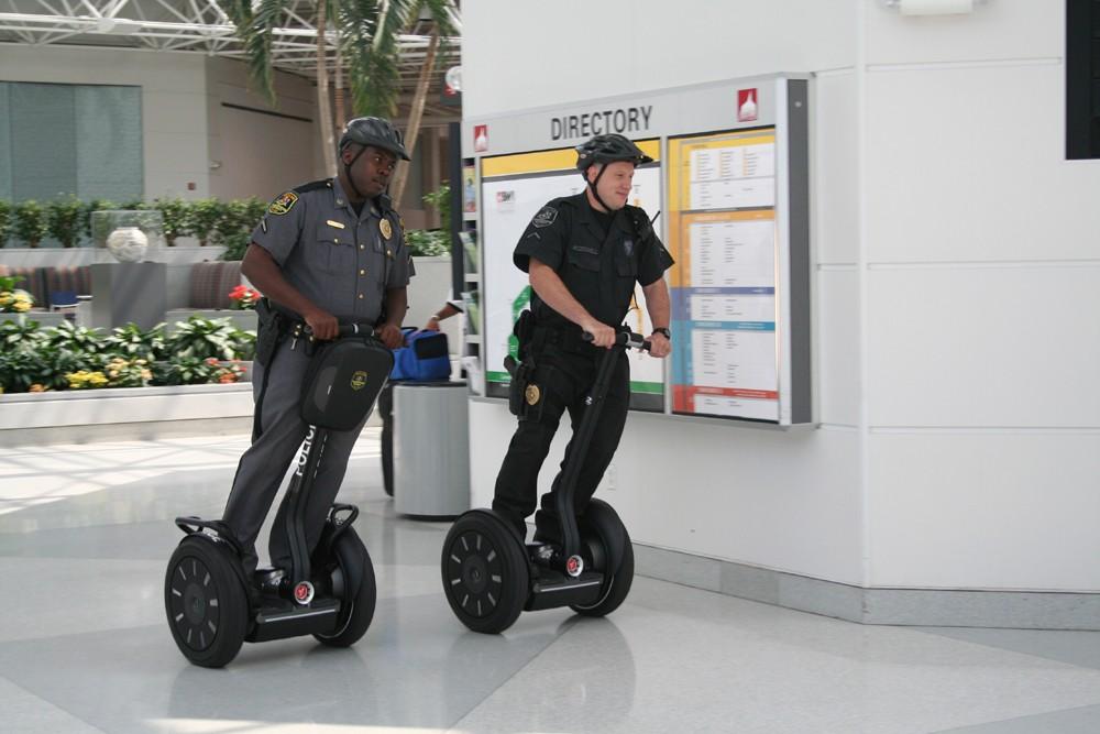 Segway bald in ganz Deutschland zugelassen - Segway i2 - mit Polizisten