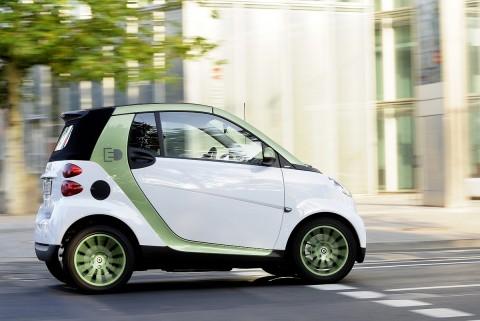 Der Smart mit Elektromotor geht im November in die Serienfertigung. (Foto: Daimler)