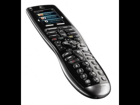 Logitech Harmony 900 - Universalfernbedienung steuert Unterhaltungselektronik auch ohne Sichtverbindung.