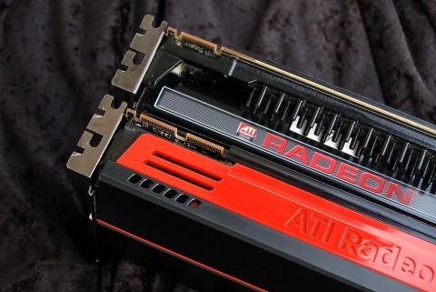 Luftauslass Radeon HD 5870 (unten) und 4870 X2