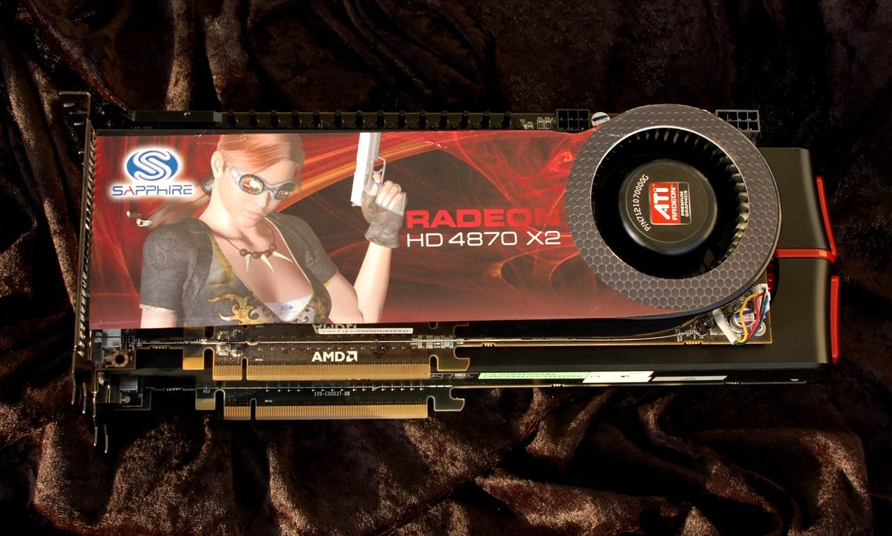 Test: Radeon 5970 mit Rekorden bei Leistung und Preis - Die 4870X2 (oben) ist deutlich kleiner