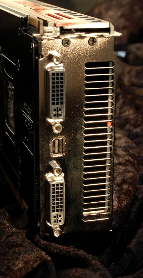 Test: Radeon 5970 mit Rekorden bei Leistung und Preis - 2 x DVI, 1 x DisplayPort