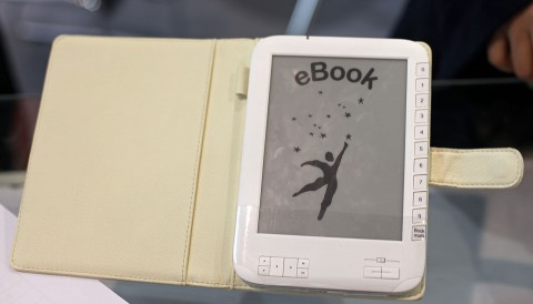 Daza E-001 - E-Book-Reader liest EPUB und kann per WLAN ins Internet