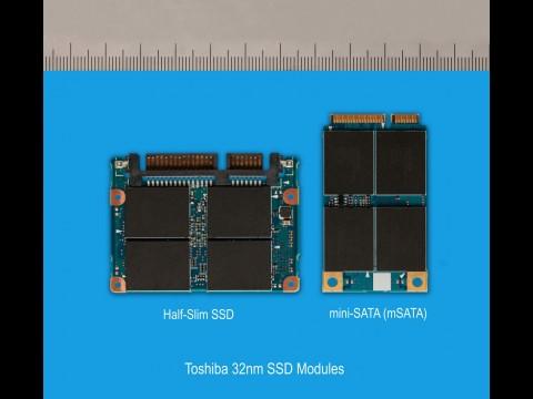 Toshiba SG2 - kompaktes SSD-Modul mit SATA- (links) und mSATA-Anschluss (rechts)
