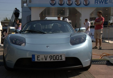 RWE-Roadshow zum Thema Elektromobilität mit Blickfang Tesla Roadster (Foto: wp)