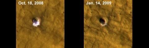 Wassereis auf dem Mars an einem Meteoritenkrater (Foto: Nasa)