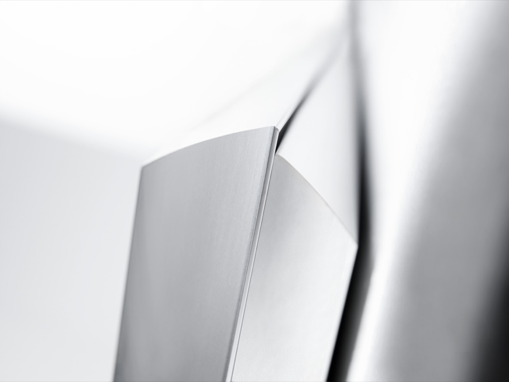 Bang & Olufsen: Wandbild als Fernseher - Bang & Olufsen BeoVision 10 - Detail des Rahmens