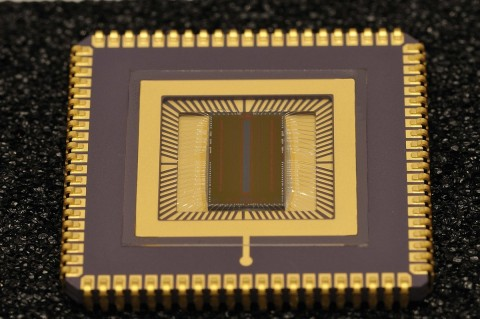 Das am Fraunhofer IMS entwickelte Verfahren ermöglicht die Herstellung von CMOS-Sensoren, die Farben erkennen und sehr lichtempfindlich sind. (Foto: Fraunhofer IMS)