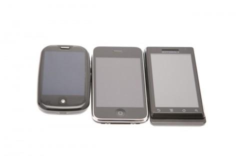 Motorola Milestone: Größenvergleich zu Apples iPhone und Palms Pre