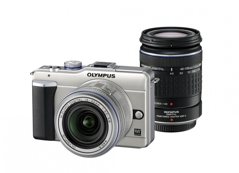 Olympus-Kompaktkamera Pen mit integriertem Blitz - Olympus Pen E-PL1 mit MZD 14-42mm und ZD 40-150mm (rechts)