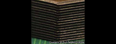 Gestapelte Flash-Chips (Bild: Keio Univ. / Nikkei)