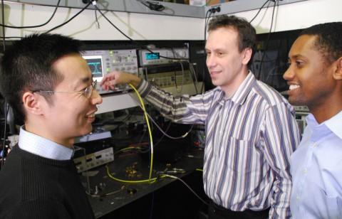 Die IBM-Forscher Fengnian Xia, Yurii Vlasov und Solomon Assefa
