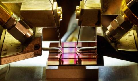 Siliziumchips für optische Datenübertragungen mit 100 GBit/s