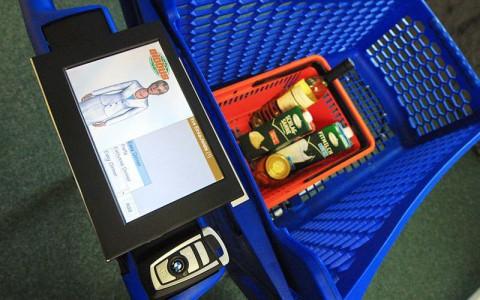 Einkaufswagen mit persönlichem Avatar, der auf dem Autoschlüssel gespeichert ist (Foto: Semprom)