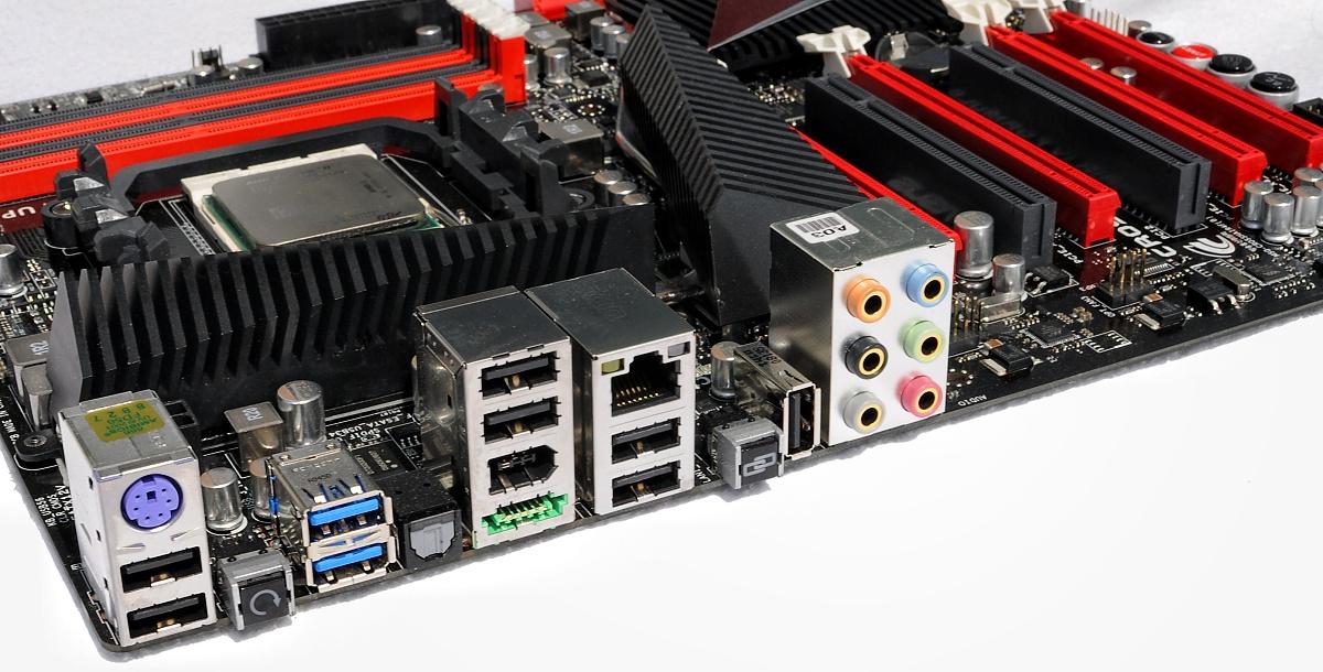 Test: Phenom II X6 1090T - AMD holt mit 6-Kerner auf - USB 3.0 und ROG-Fernsteuerung, aber auch viel Platz