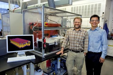 Ron Zuckermann und Ki Tae Nam von den Berkeley Labs