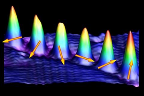 Pfeile zeigen den Spin der Kobaltatome
