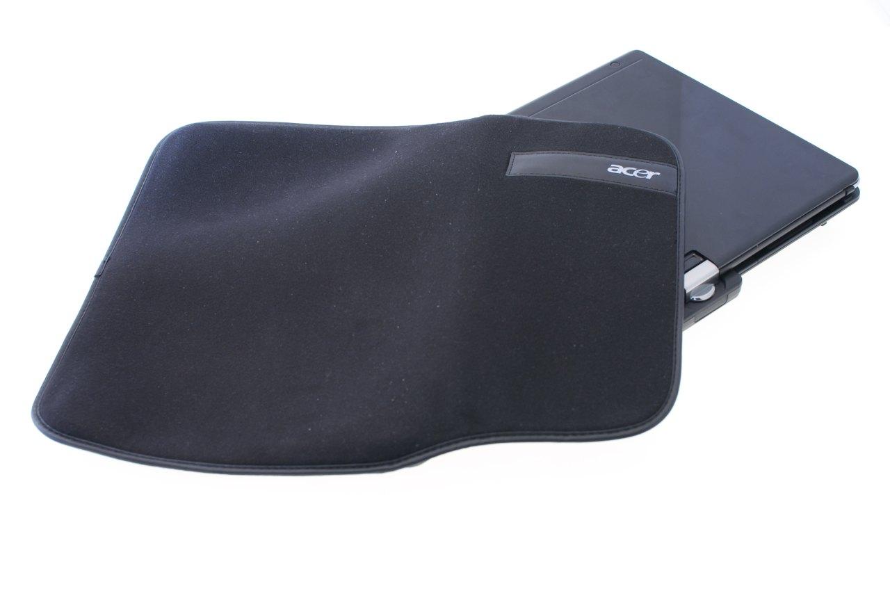 Aspire 1825PTZ im Test: Acers Einstiegstablet mit wegdrehbarer Tastatur - Acer liefert eine Schutztasche zum Aspire 1825PTZ mit.
