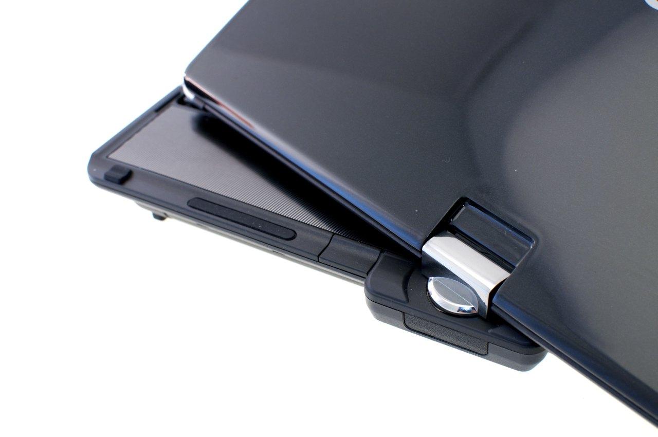 Aspire 1825PTZ im Test: Acers Einstiegstablet mit wegdrehbarer Tastatur - Das Notebook kann wie bei den meisten Tablet-PCs nur in eine Richtung zum Slate umfunktioniert werden.