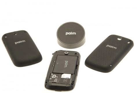 Geöffnetes Pixi Plus mit Touchstone-Ladestation, normalem Cover und Touchstone-Rückcover