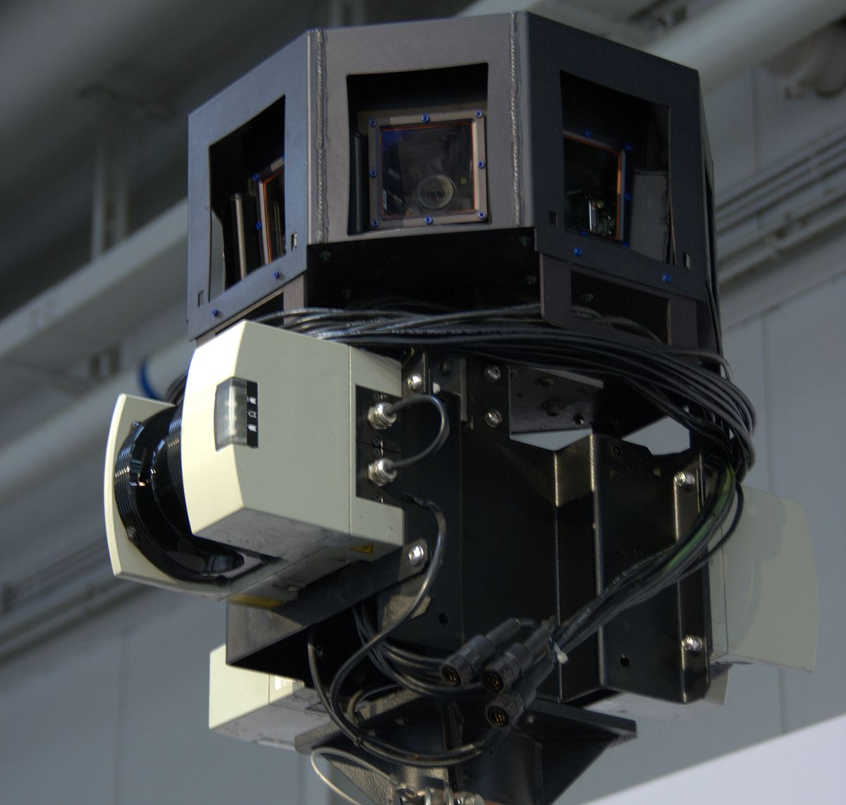 Street View: Google will WLAN-Daten aushändigen - Nicht nur Fotos gemacht: Datenerfassungseinrichtung auf dem Dach (Foto: wp)