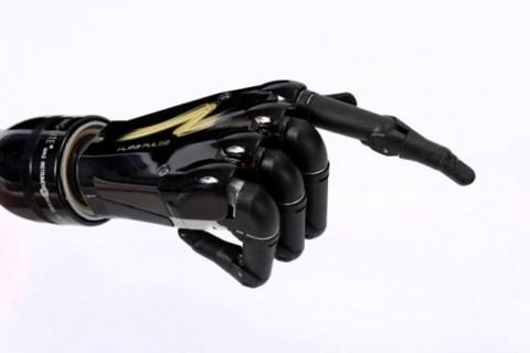 Die bionische Handprothese i-Limb Pulse wird mit Muskelsignalen bedient. (Foto: Touch Bionics)