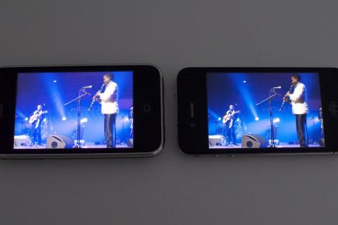 Das rechte Display (iPhone 4) zeigt mehr Details auf kleinem Raum, ...